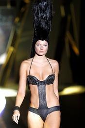 Trikini negro metalizado para la colección primavera-verano de Montse Bassons