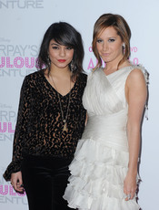 Vanessa Hudgens y Ashley Tisdale en la premiere de 'Sharpay's Fabulous Adventure'