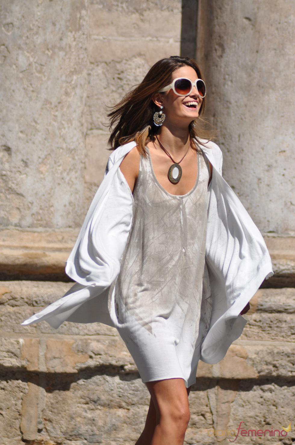 Vestido de tonos grisáceos de la firma Piluca Barrero para la primavera-verano 2011