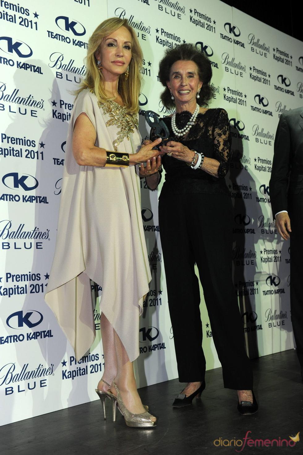 Carmen Lomana y la Condesa de Romanones en los Premios Kapital 2011
