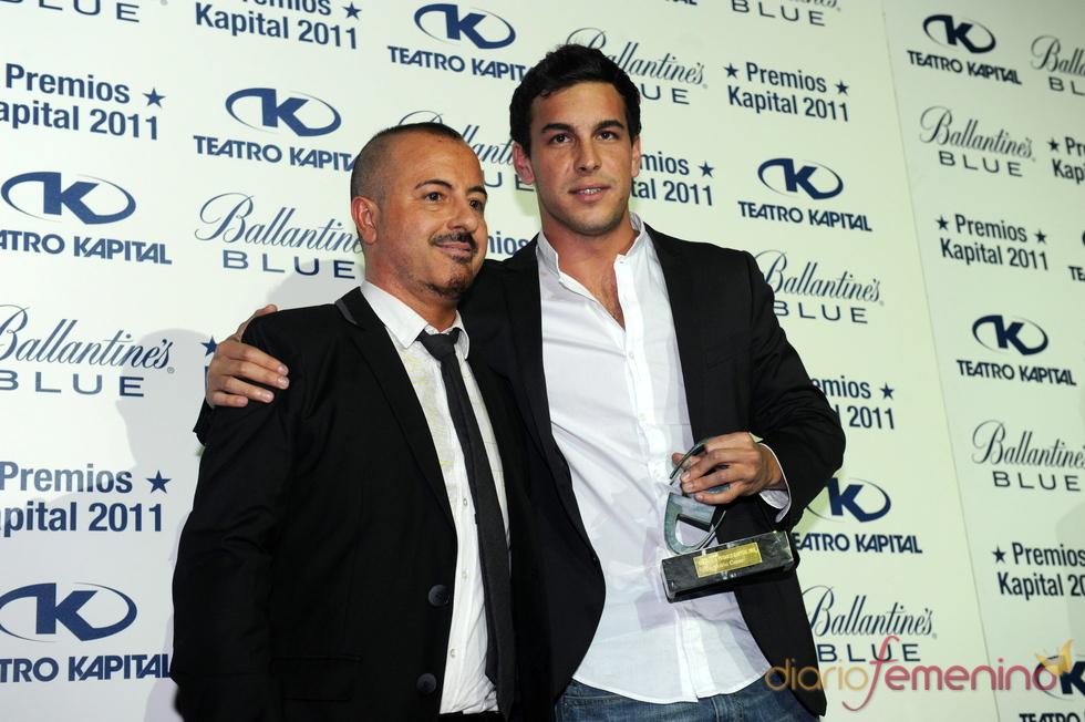 Mario Casas posando en los Premios Kapital 2011
