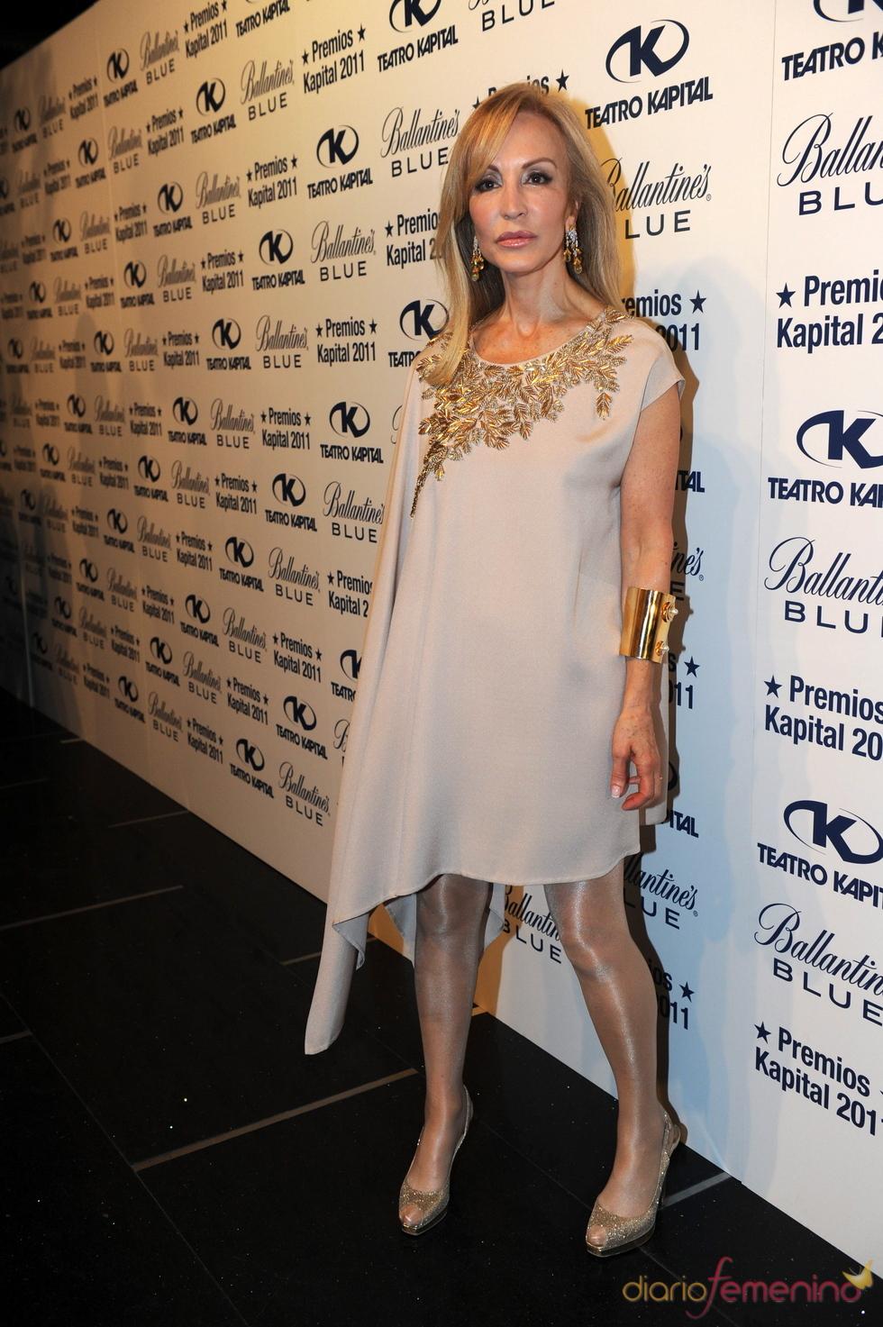 Carmen Lomana posando en los Premios Kapital 2011