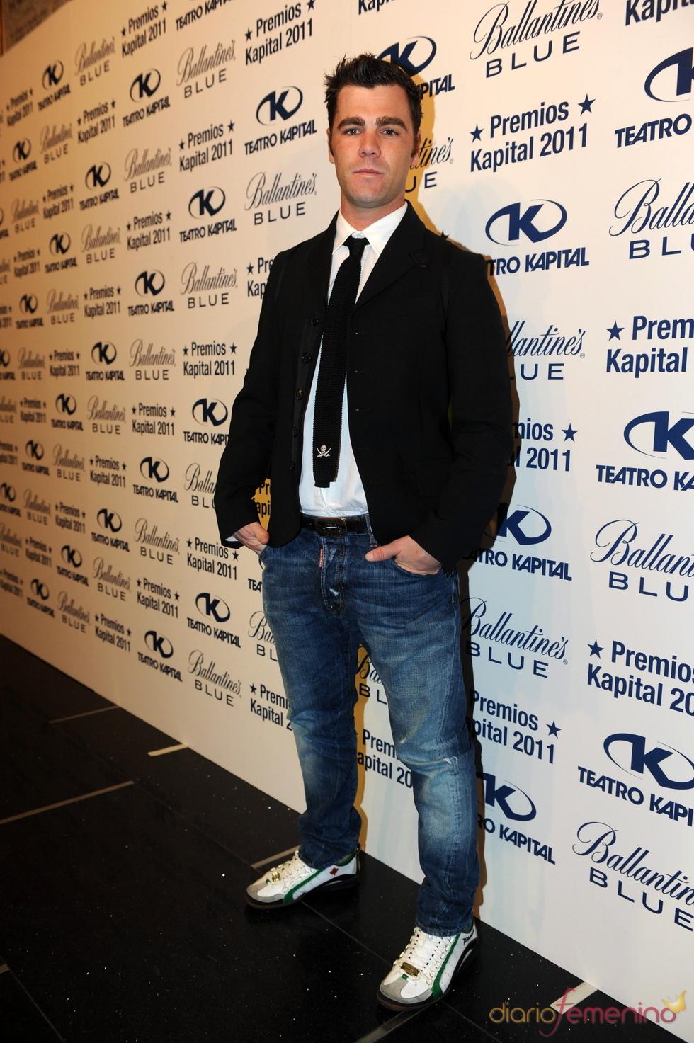 Fonsi Nieto posando en los Premios Kapital 2011