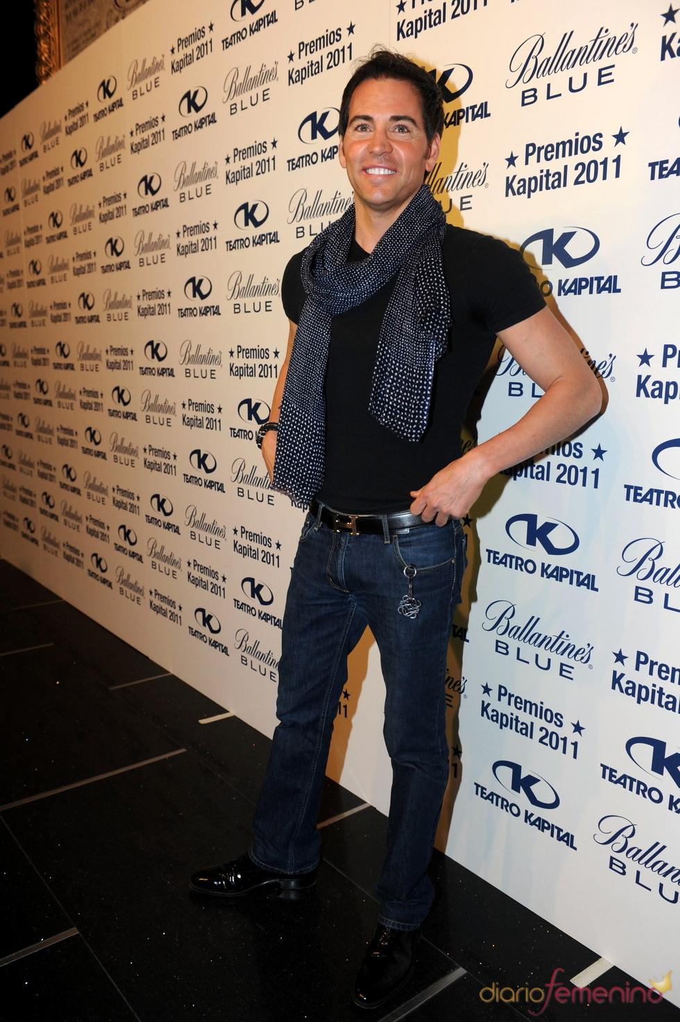 David Meca posando en los Premios Kapital 2011