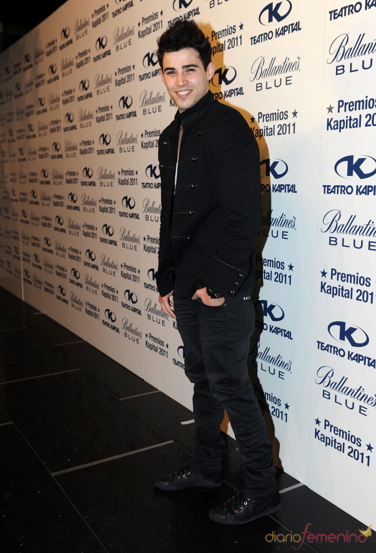 Ángel Capel posando en los Premios Kapital 2011