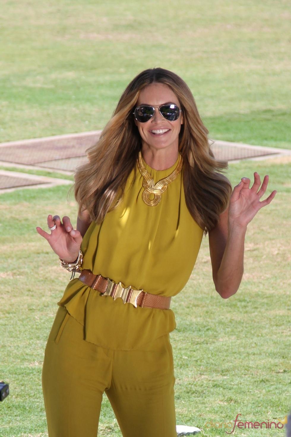 Elle Macpherson, presentadora de un programa de moda