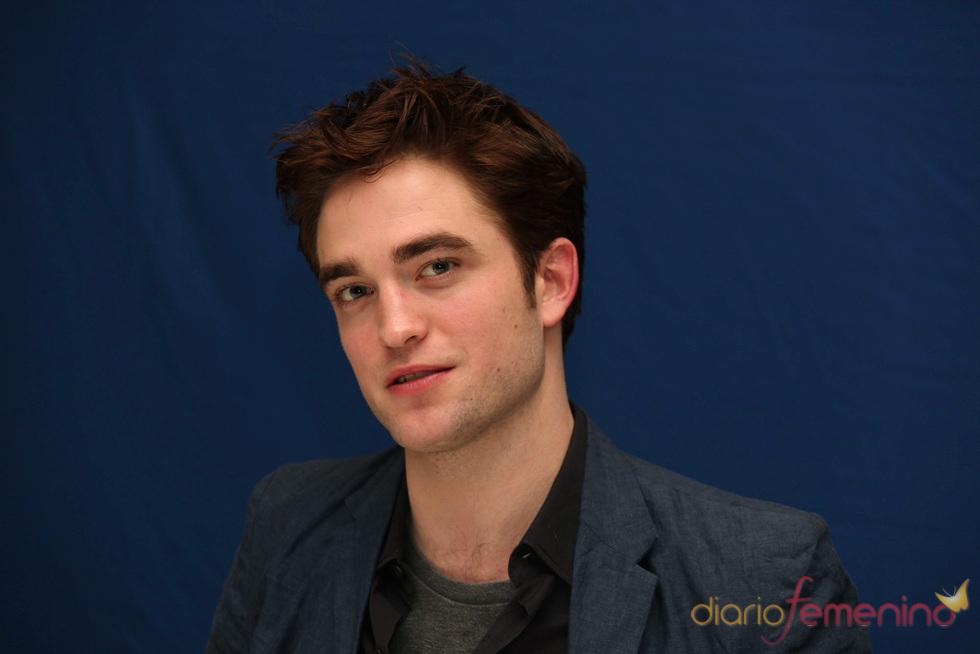 Robert Pattinson sueña con pegar a un paparazzi