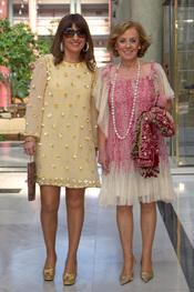 Paloma Barrientos y Beatriz Cortázar en la boda de Chayo Mohedano y Andrés