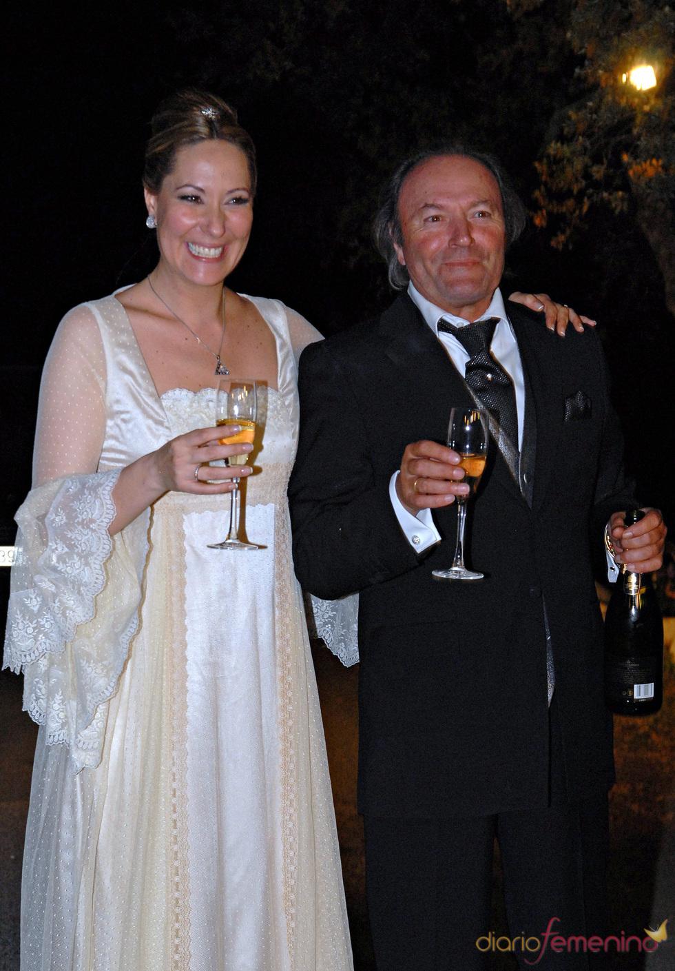 Chayo Mohedano con su padre Amador durante la noche de su boda