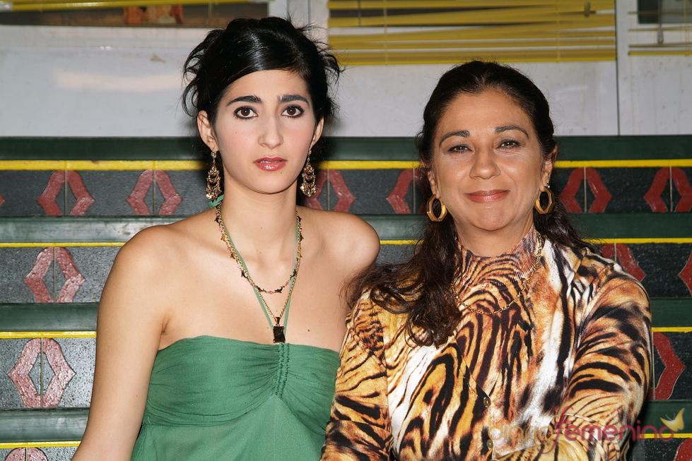Lolita Flores y su sobrina Alba Flores en una presentación en 2008