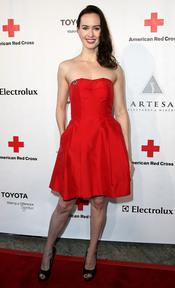 Erin Carufel posa en la gala 2011 de la Cruz Roja Americana