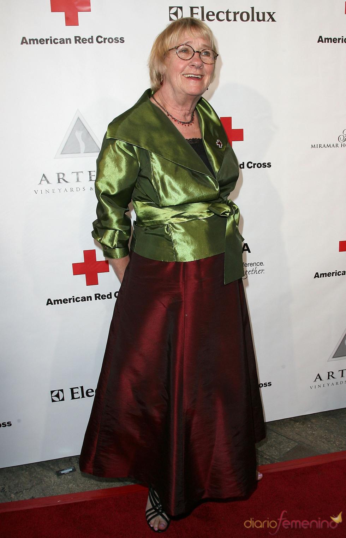 Kathryn Joosten posa en la gala 2011 de la Cruz Roja Americana