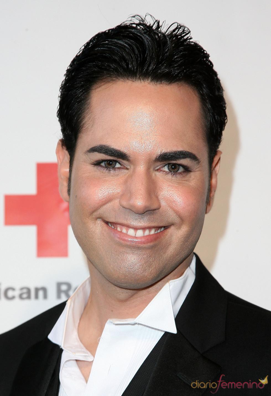 Scott Vincent posa en la gala 2011 de la Cruz Roja Americana