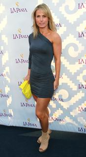La modelo Stefanie Sherk en la Gala Inaugural de la Plaza de la Cultura y las Artes