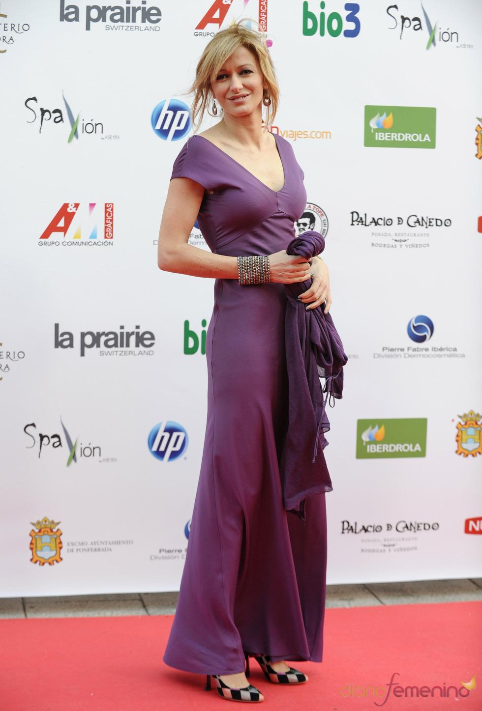 Susana Griso a su llegada a la gala de los Micrófonos de Oro 2011