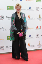 Tita Cervera a su llegada a la gala de los Micrófonos de Oro 2011