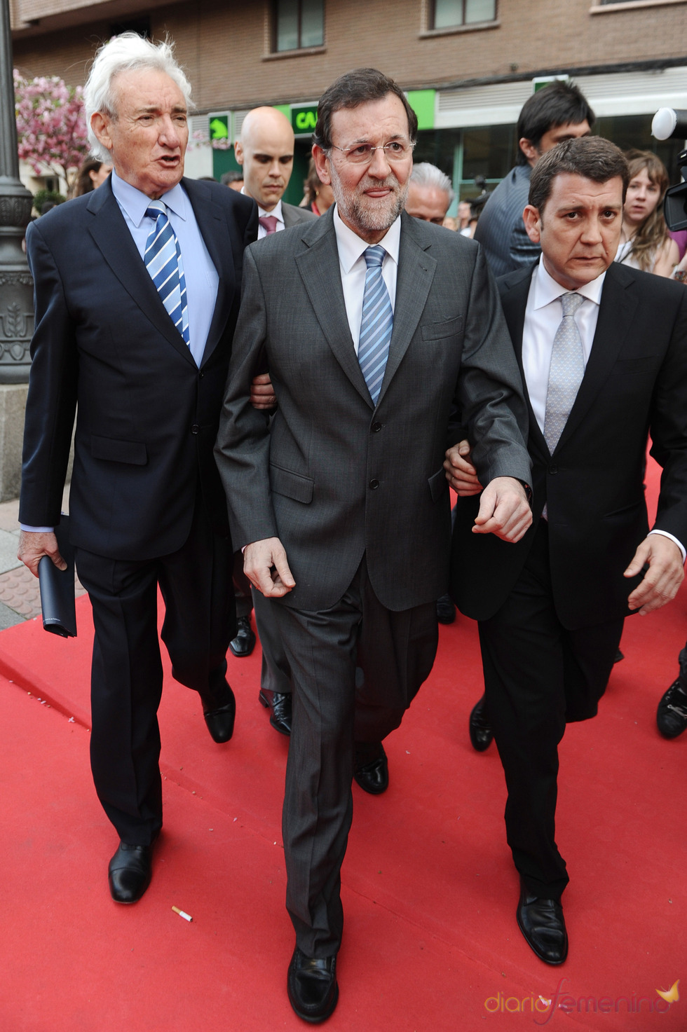 Mariano Rajoy a su llegada a la gala de los Micrófonos de Oro 2011