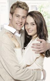 Los actores de Will & Kate en un cartel promocional
