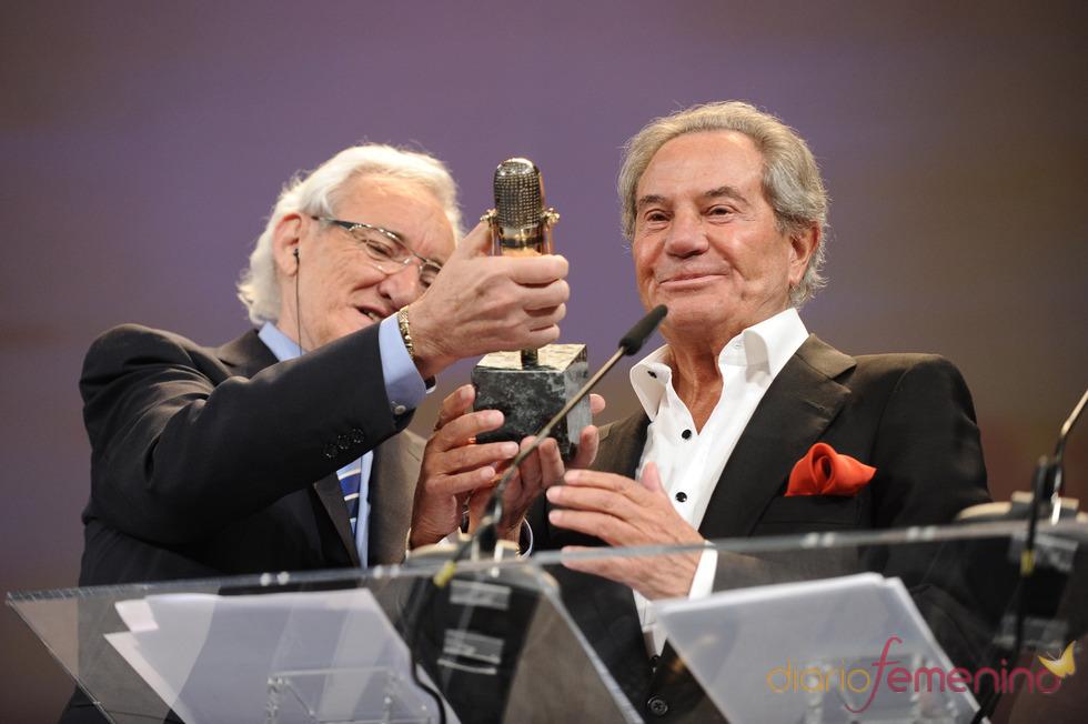 Arturo Fernández recibe su Micrófono de Oro 2011