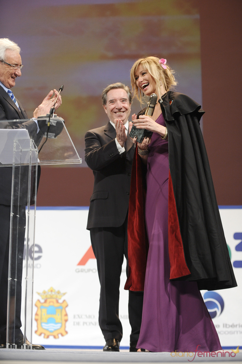 Susana Griso recibe por sorpresa un Micrófono de Oro 2011