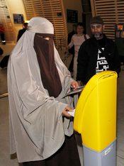 Mujer con niqab detenida en Francia