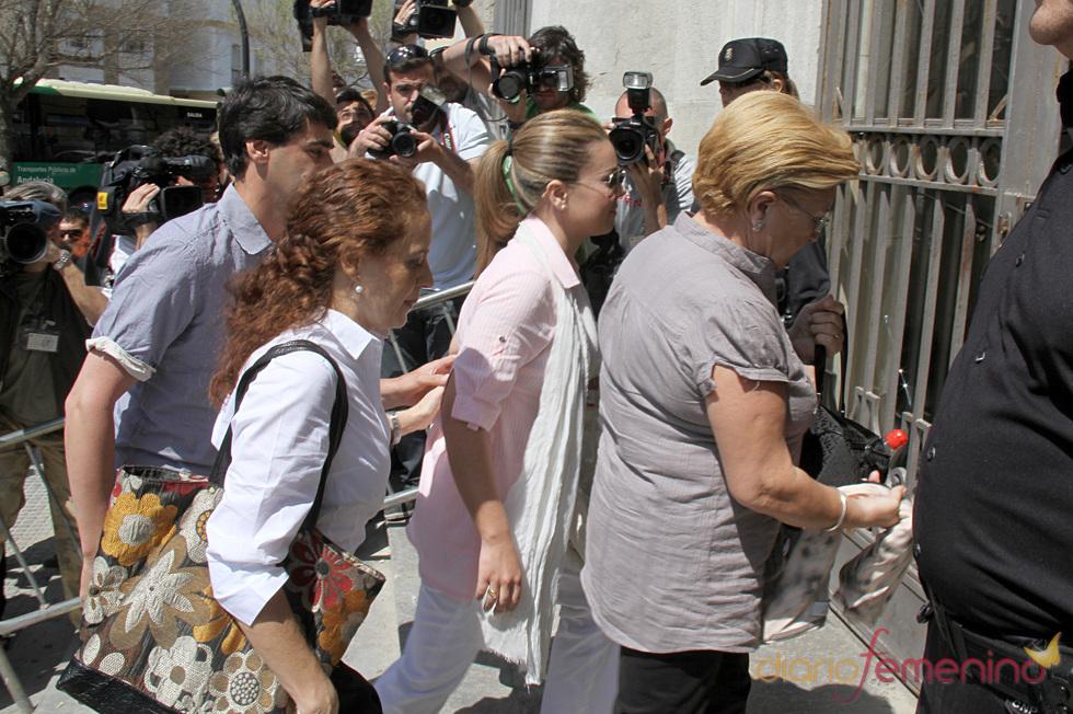 María José Campanario, Remedios Torres y Jesulín llegan a la Audiencia Provincial de Cádiz