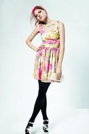 Vestido floreado con cuello abierto de Top Shop para la temporada primavera 2011