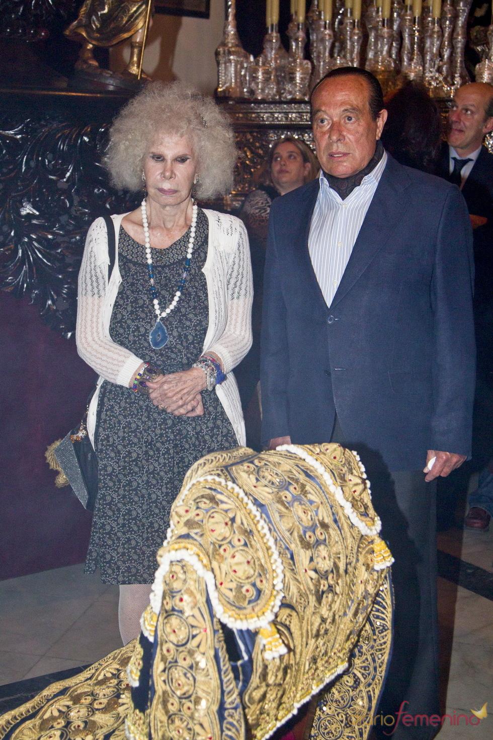 La Duquesa de Alba prepara la Semana Santa junto a Curro Romero