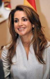 Rania de Jordania, muy sonriente en el almuerzo con los Príncipes de Asturias