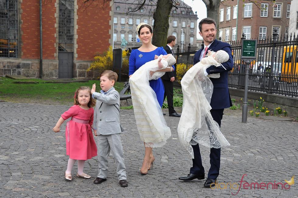 Los príncipes Federico y Mary de Dinamarca junto a todos sus hijos