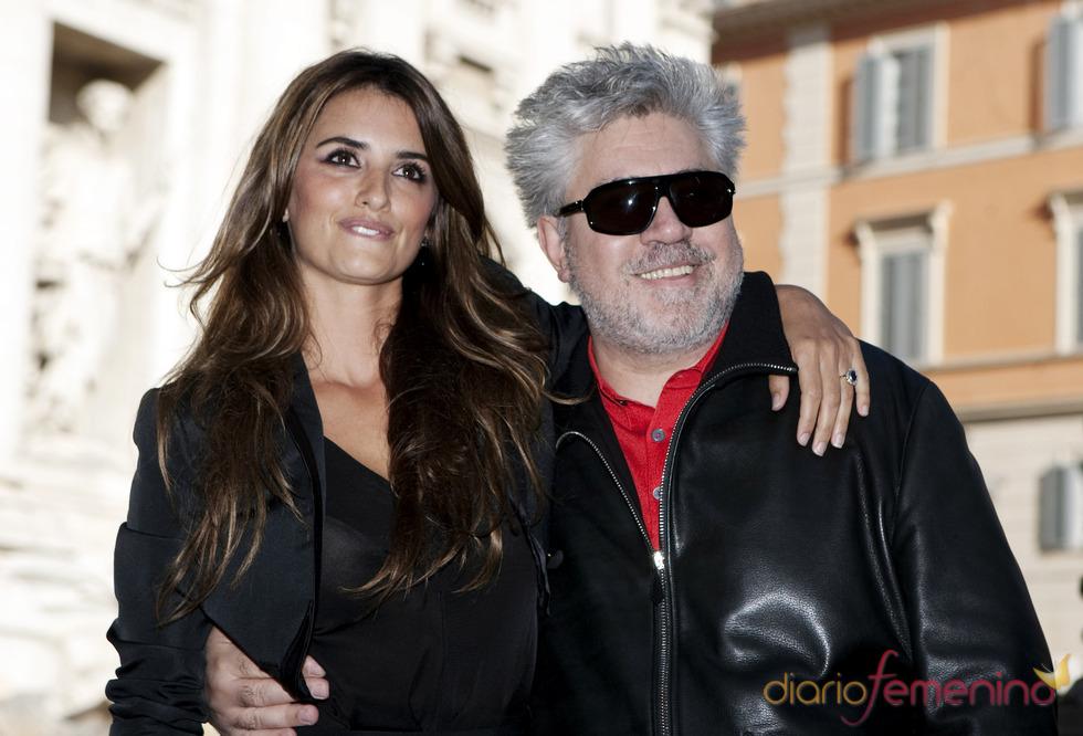 Penélope Cruz y Pedro Almodóvar en la promoción de 'Los abrazos rotos'