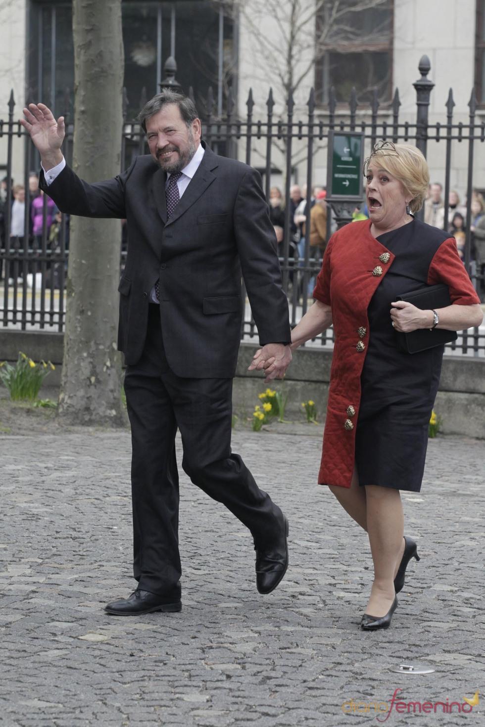 John Donaldson y Susan Moody en el bautizo de los mellizos de los príncipes de Dinamarca