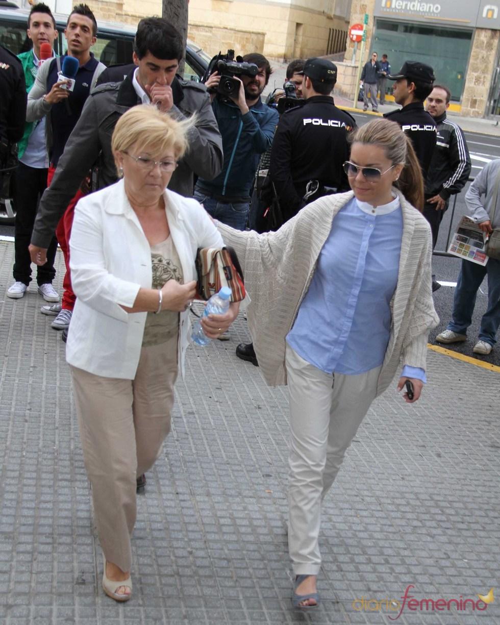 María José Campanario, Remedios Torres y Jesulín de Ubrique llegan a la Audiencia Provincial de Cádiz