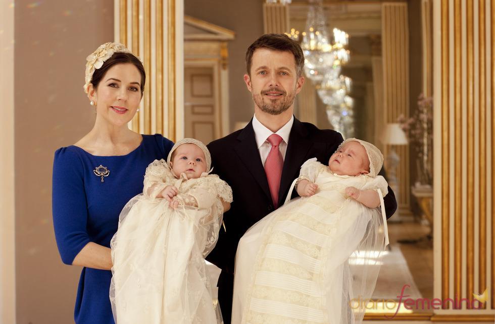 Foto oficial del bautizo de los mellizos de Mary Donaldson y Federico de Dinamarca