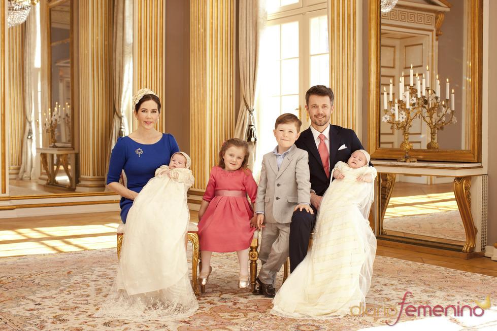 Foto oficial de los Príncipes Federico y Mary con sus cuatro hijos