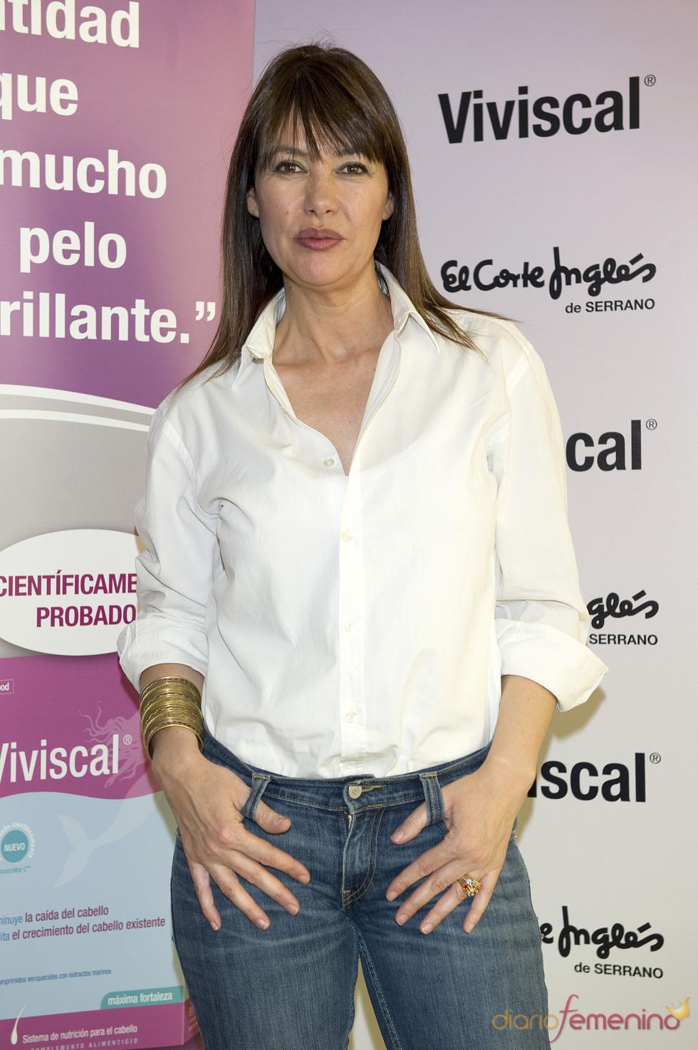 Mabel Lozano en la presentación del producto para la caída del cabello Viviscal