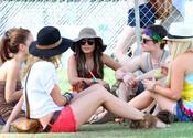 Vanessa Hudgens y Josh Hutcherson juntos en el Festival de Coachella 2011