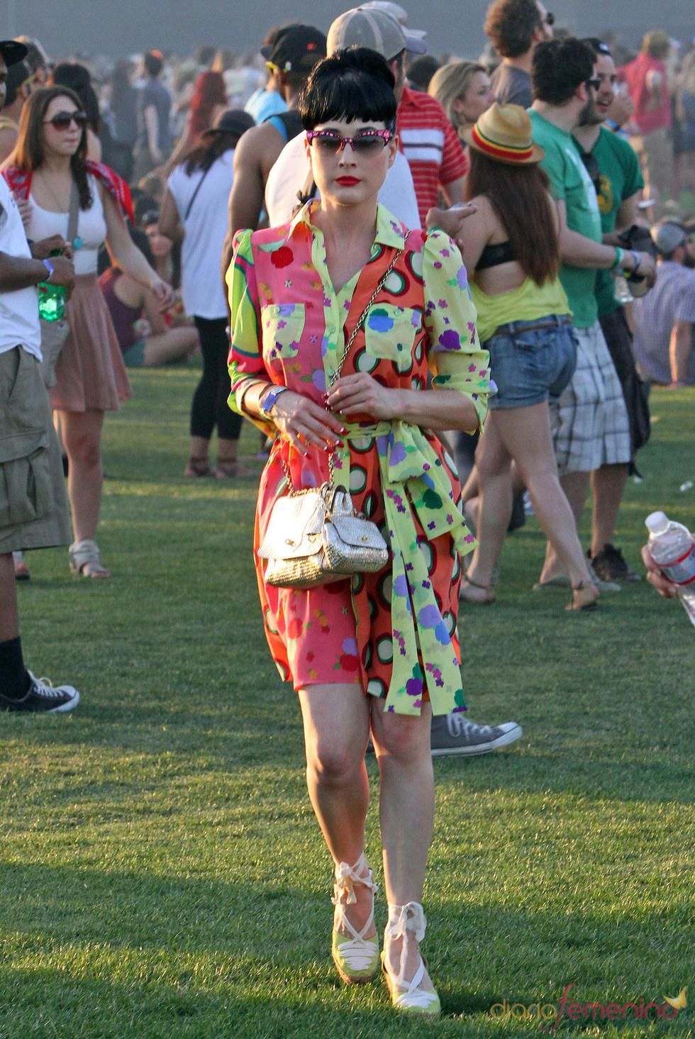 Dita Von Teese con un vestido feo en el Festivall Coachella 2011