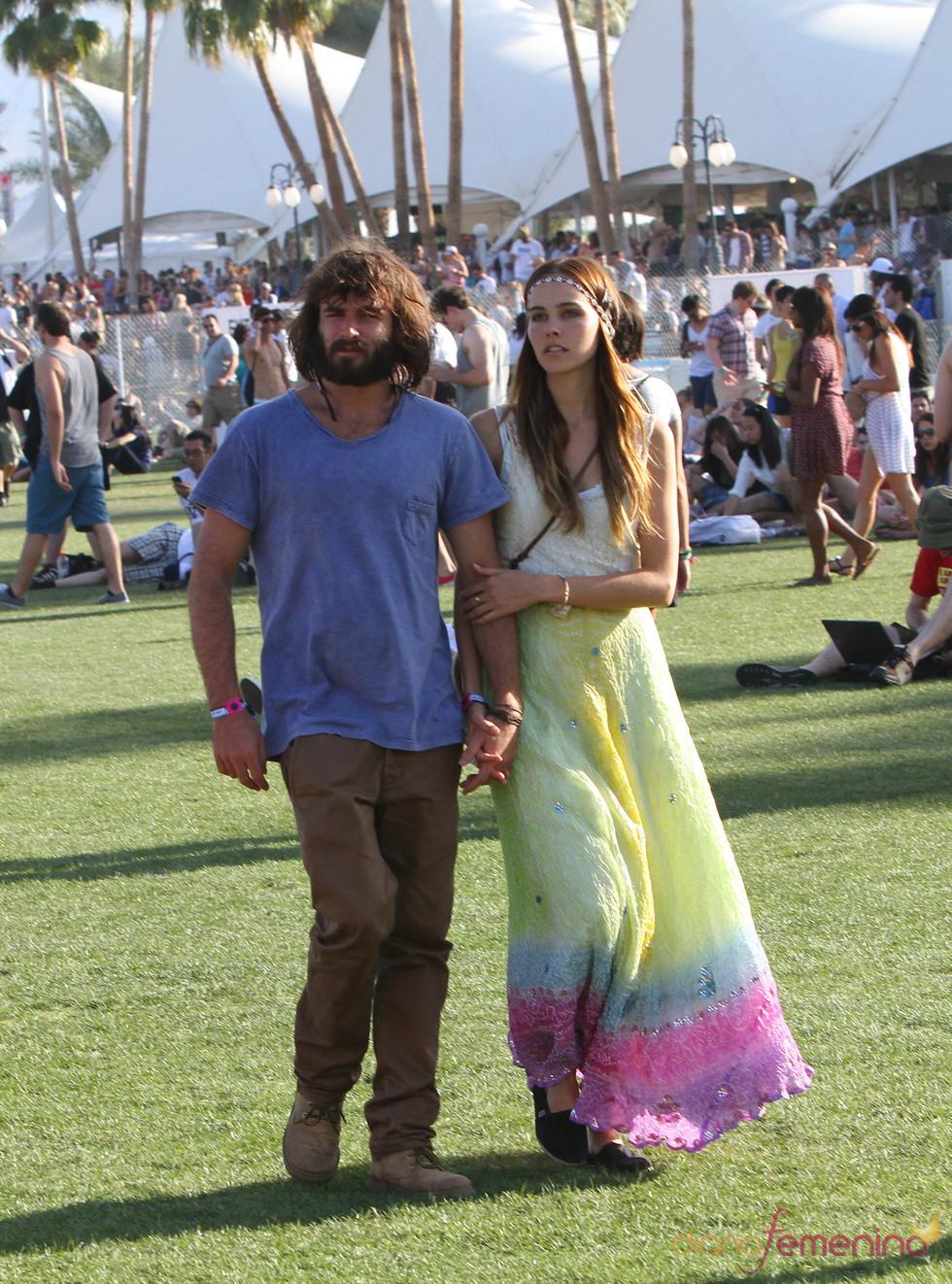 Isabel Lucas con look hippie en el Festival Coachella 2011