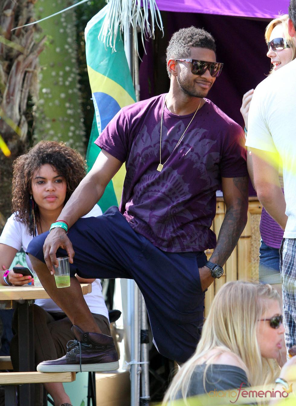 Usher de morado en el Festival Coachella 2011