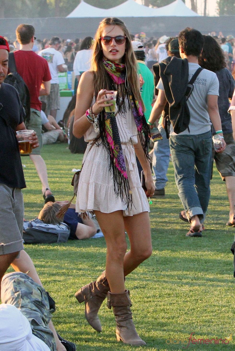 Alessandra Ambrosio en el Festival Coachella 2011