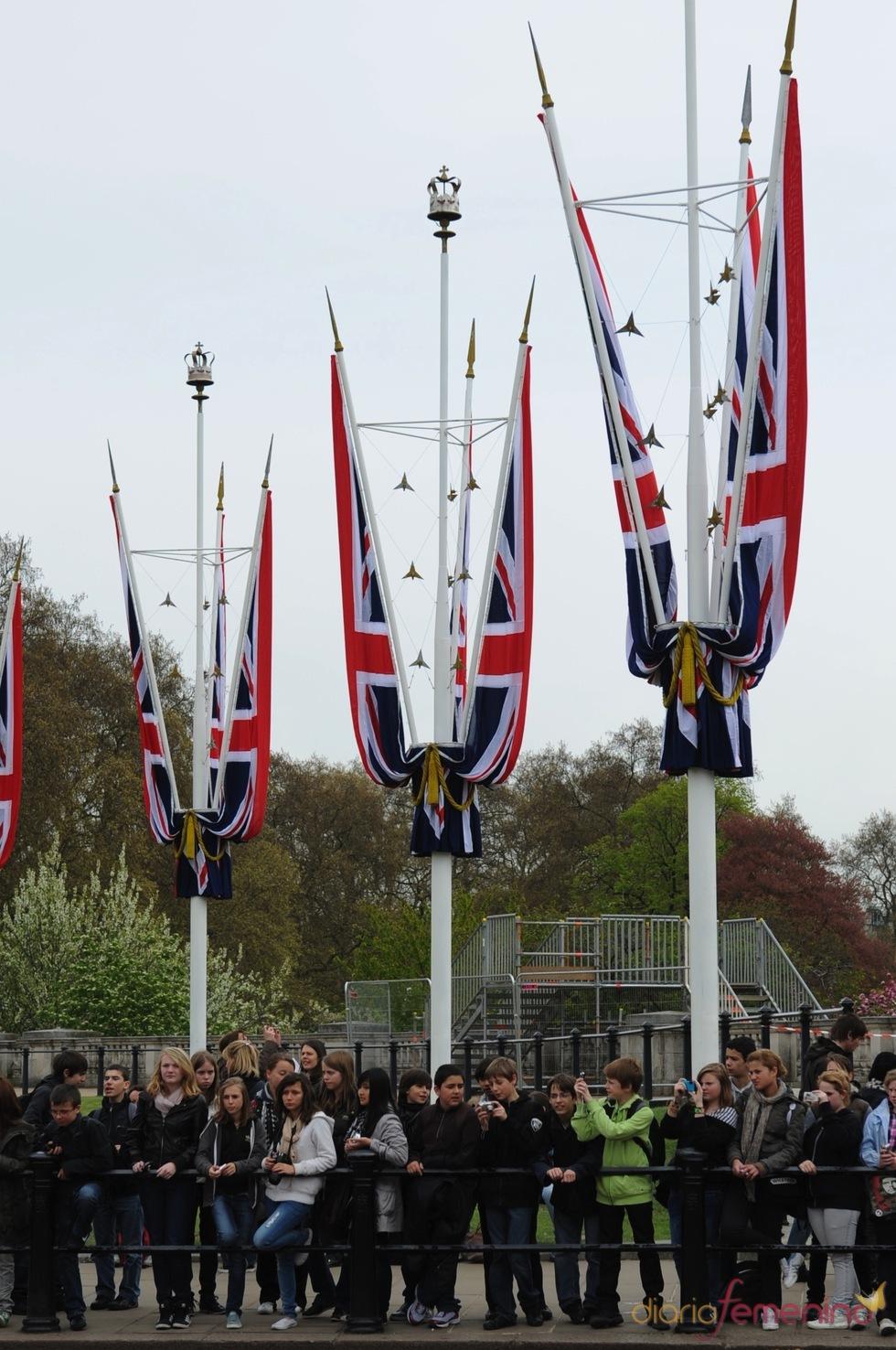 Banderas decorativas para la boda real entre el Príncipe Guillermo y Kate Middleton