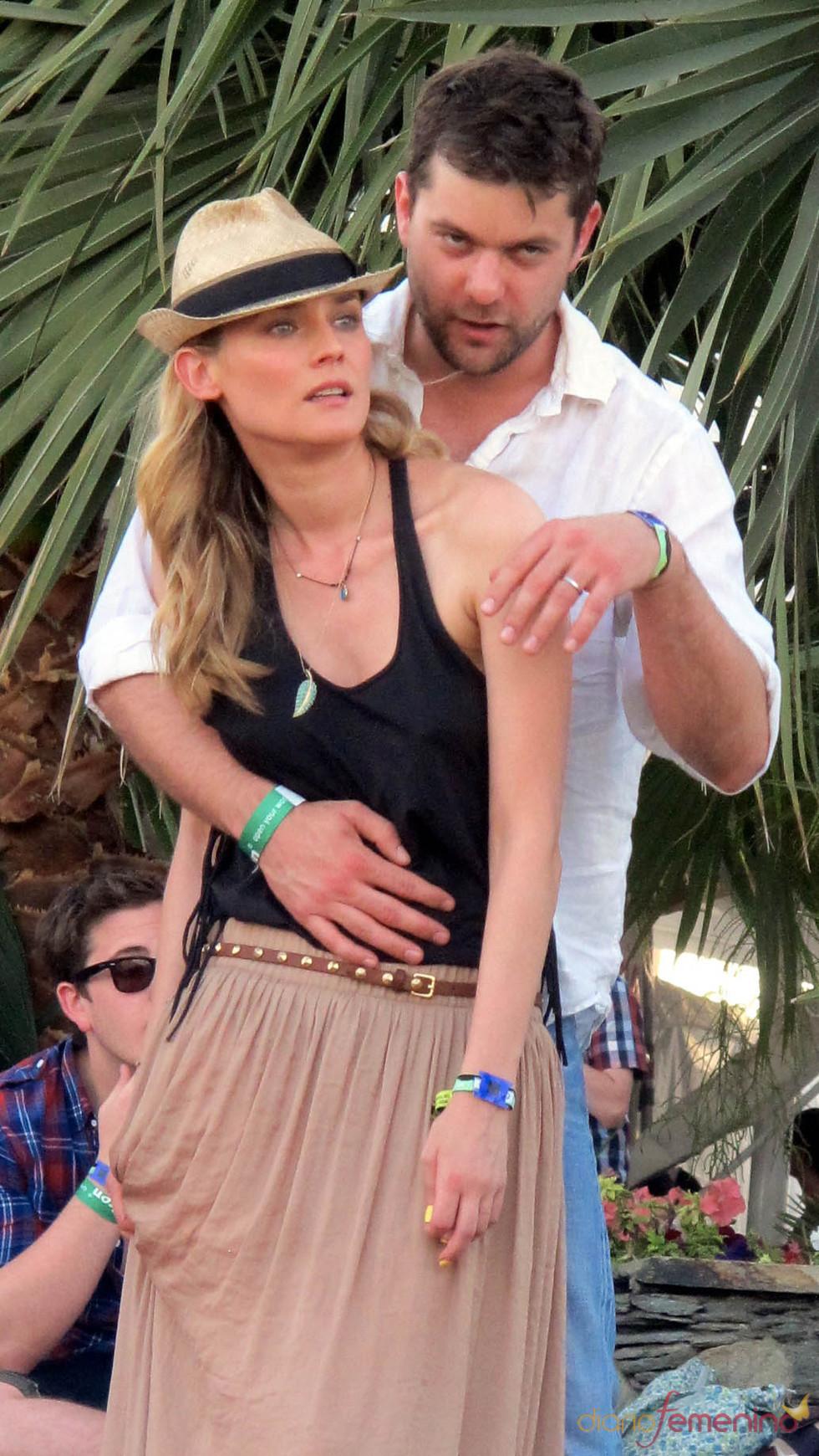 Diane Kruger y Joshua Jackson muy amorosos en el Festival de Coachella 2011