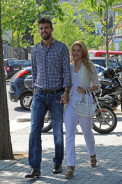 Shakira y Gerard Piqué demuestran su romance en Barcelona