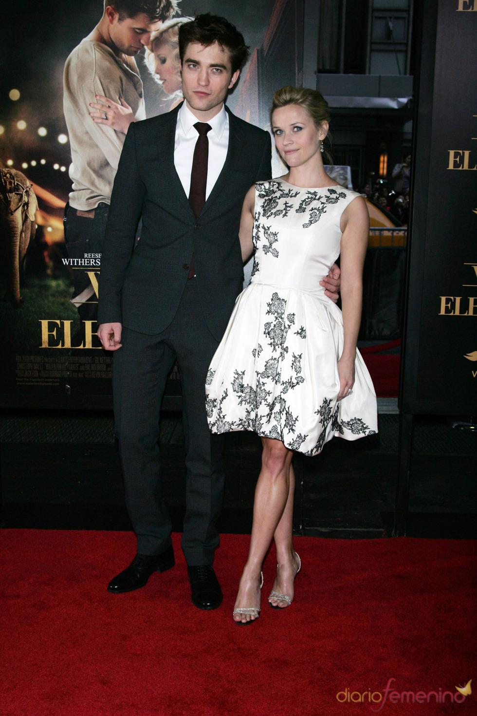 Robert Pattinson y Reese Whiterspoon en el estreno de 'Agua para elefantes' en Nueva York