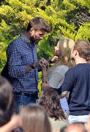 Shakira y Gerard Piqué, entrelazando sus manos