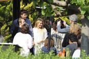 Shakira y Gerard Piqué atienden a sus fans en Barcelona