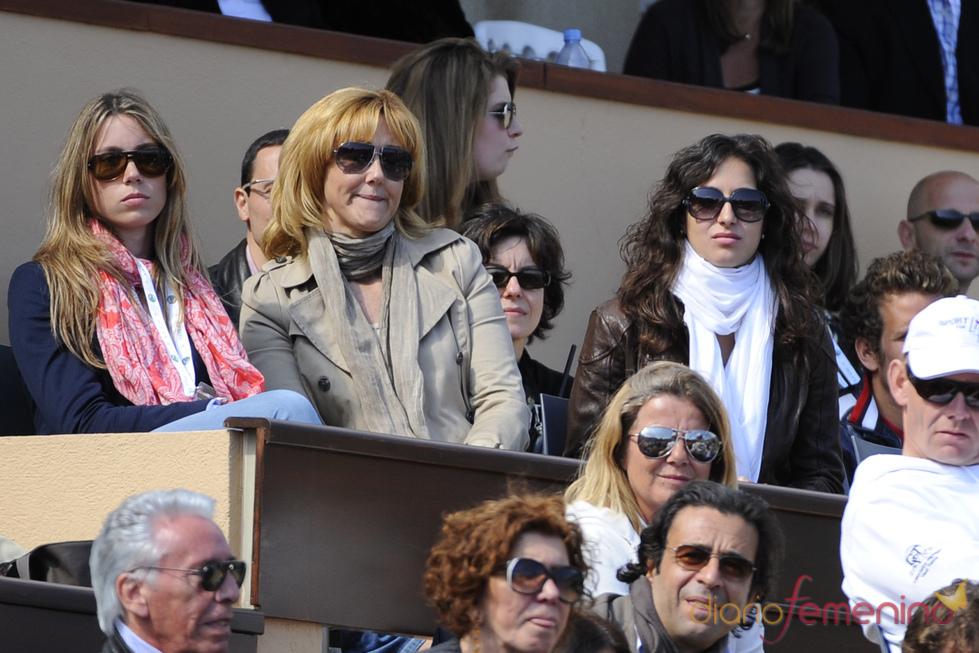 Xisca Perelló, novia de Rafa Nadal, con su madre y hermana