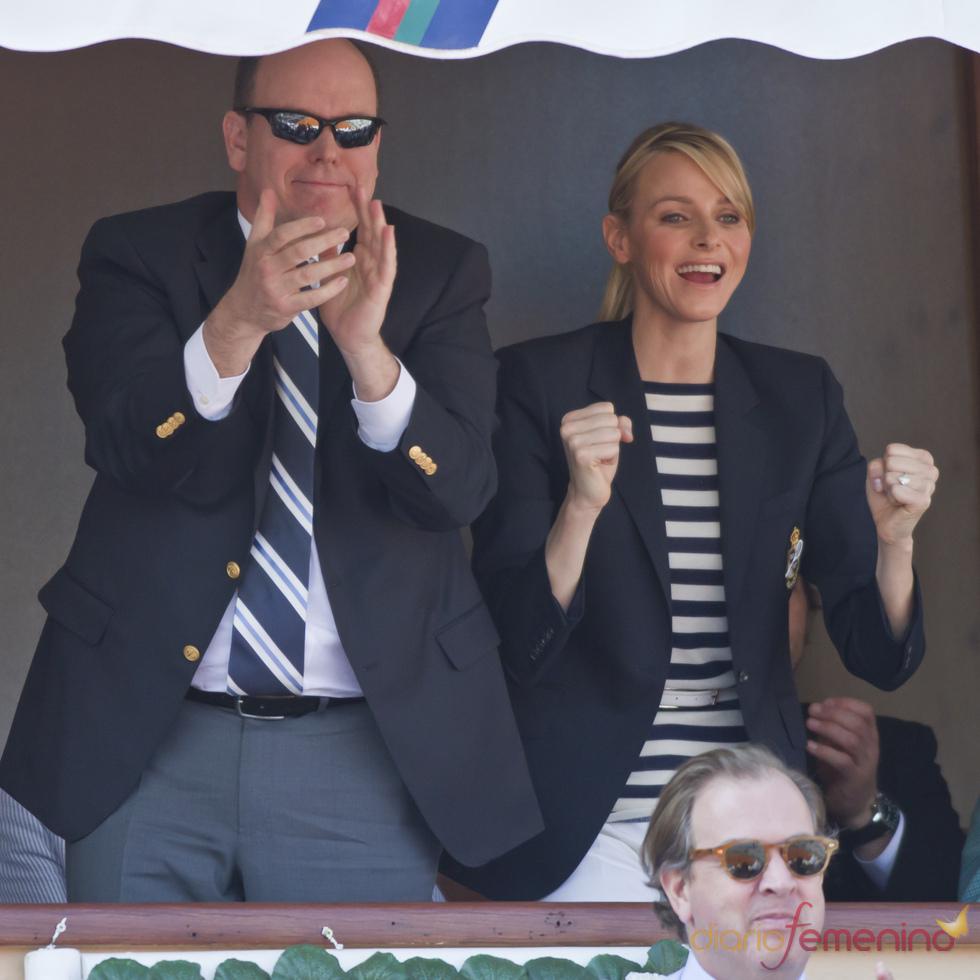 Alberto de Mónaco y su prometida Charlene Wittstock ven la final de Montecarlo