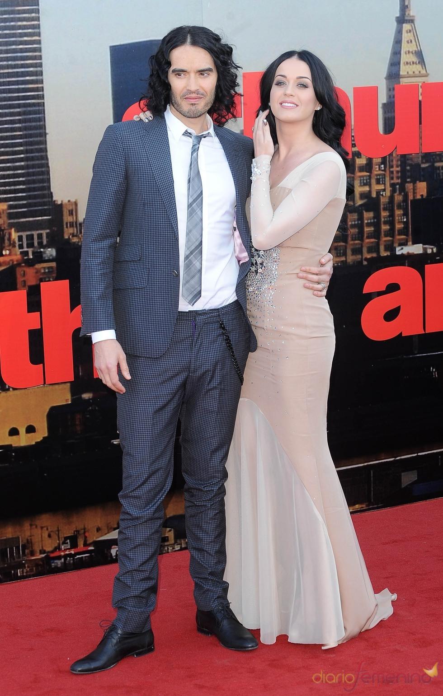 Katy Perry y Russell Brand en el estreno de 'Arthur'